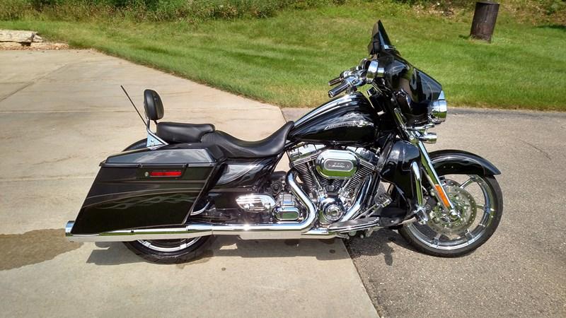 Two Harley Davidson Flhxsethree Cvo Street Glide Black Verona Wisconsin