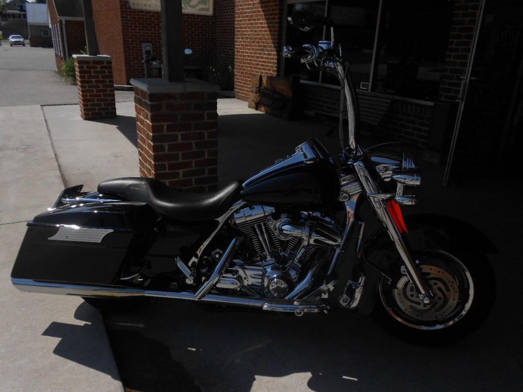 2006 Harley-Davidson® FLHR/I Road King® – $12500