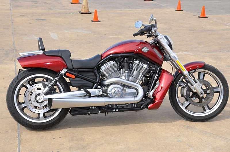 Harley Davidson: 2009 Harley-Davidson® VRSCF V-Rod® Muscle™ (Red Hot Sunglo